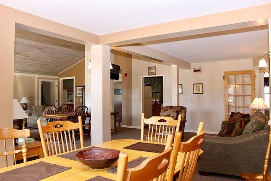 Sterling Ridge Resort : Living area of Mansfield House