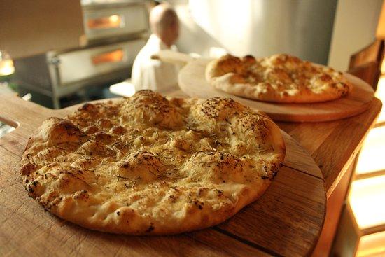 Burrata: Garlic bread