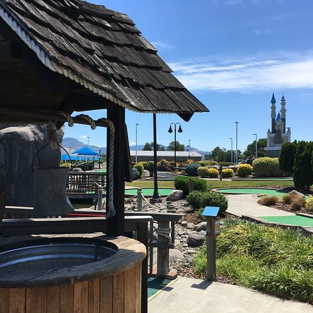 Rogue Valley Family Fun Center : Played miniature golf