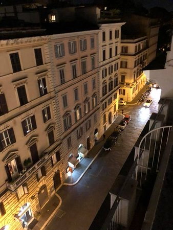 Rome Times Hotel: Rooftop patio view
