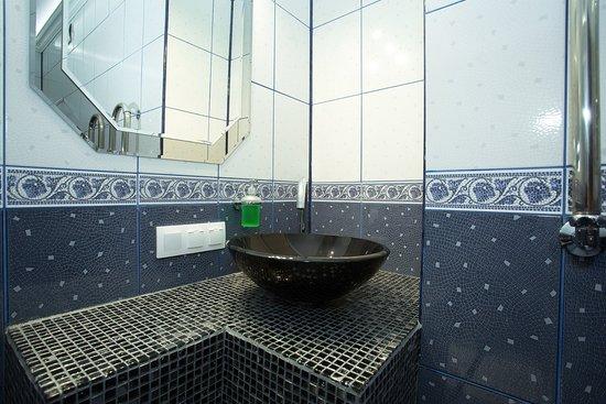 """Hotel and restaurant Sery Gus: Ванная комната номера """"Люкс"""" на третьем этаже"""