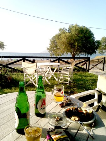 Ippokampos Tavern Cafe Snack: Pleasant place in a magnificent location on the beautiful beach of Drapania Kissamos