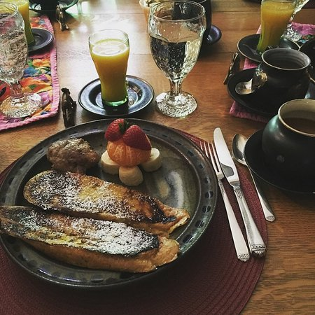 Abe's Spring Street Guest House: Wonderful Breakfast