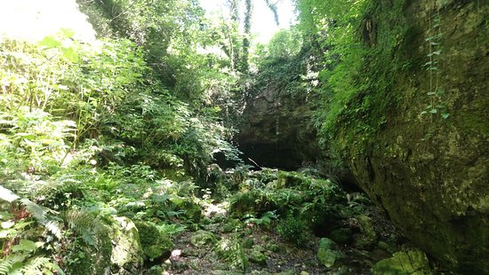 Prometheus Cave: next to the entrance