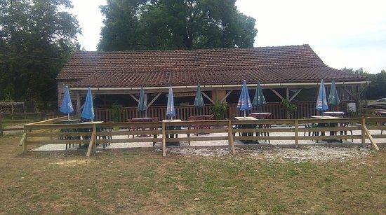 Labyrinthe Le Minotaure: terrasse exterieur restaurant