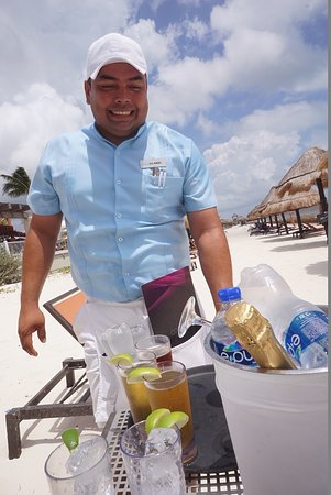 Moon Palace Cancun : Alejandro waiter