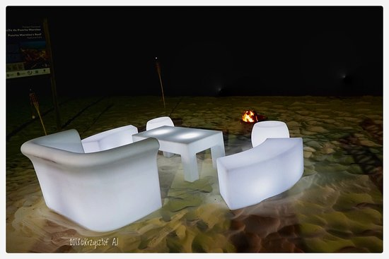 Moon Palace Cancun: Very cool sitting on the beach- with the lights.