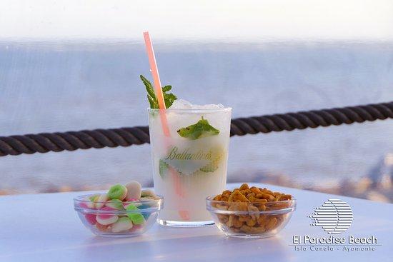 El Paradise Beach Club: Mojitos deliciosos con vistas al mar