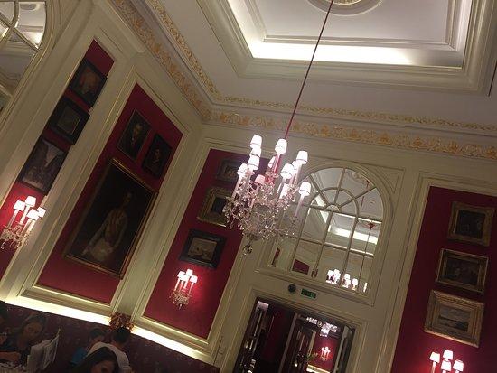 Cafe Sacher Wien: interior