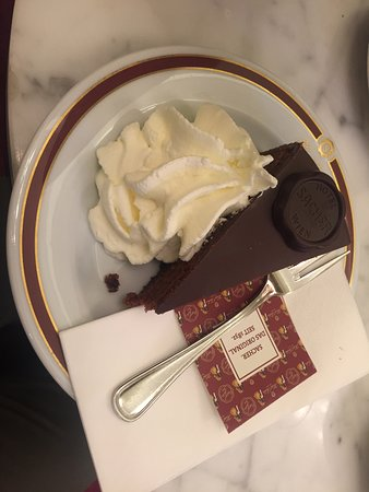 Cafe Sacher Wien: Sacher Cake