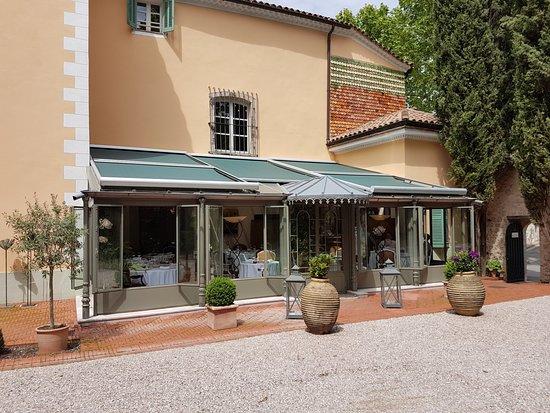 Hostellerie de l'Abbaye de la Celle Restaurant : La véranda