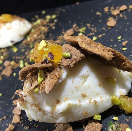 Hostaria Scaccomatto dal 1979: Cannolo alla siciliana sbriciolato con pistacchio