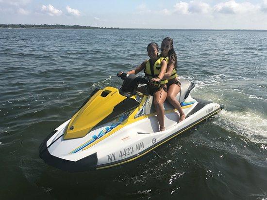 Brookhaven, Estado de Nueva York: Two people can fit on one jet ski!