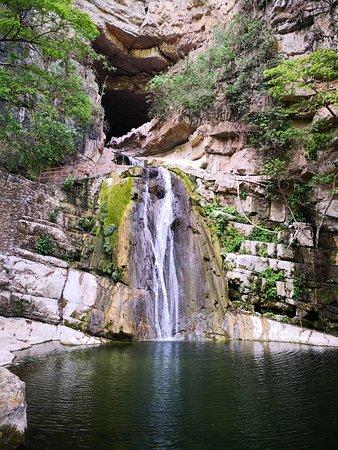 El Chorreadero: Si llegas temprano escucharás a la cascada cantar.