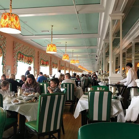 Grand Hotel: Dining to the Horizon