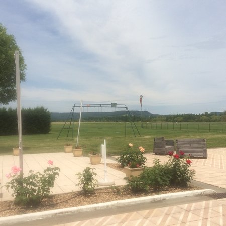 Montpezat d'Agenais, France: The outdoor ambiance and the menu in early June.
