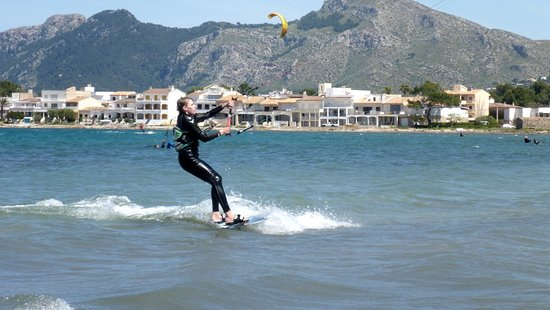Kitesurfing Club Mallorca: first waterstart kite course 2 days lessons in Mallorca in June