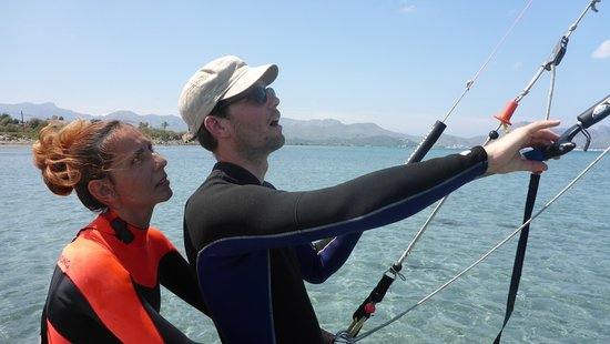 Kitesurfing Club Mallorca: how the board can get faster than you kitesurfing lessons in Pollensa Mallorca in June