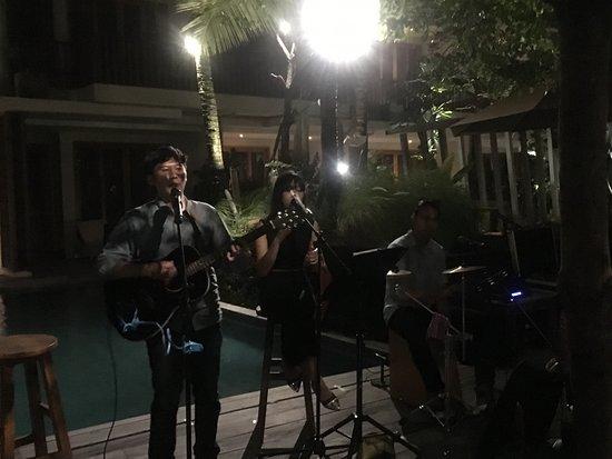 THE HAVEN SUITES Bali Berawa: ein kleines Fest mit schöner Musik