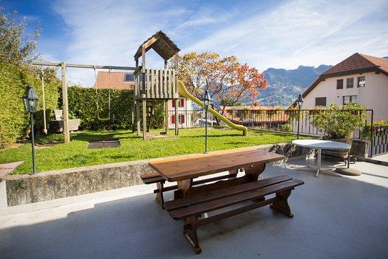 Morlon, Switzerland: Place de jeux pour les enfants