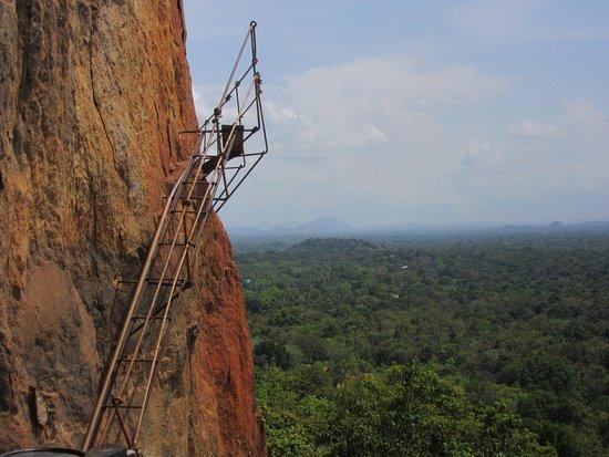 Sigiriya The Ancient Rock Fortress: Treppe ins Nichts