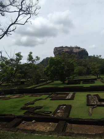 Sigiriya The Ancient Rock Fortress: Ein weiter Weg.