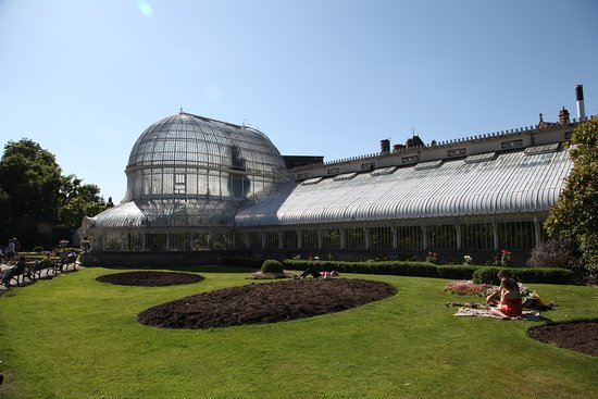 Botanic Gardens: Greenhouse from the outside