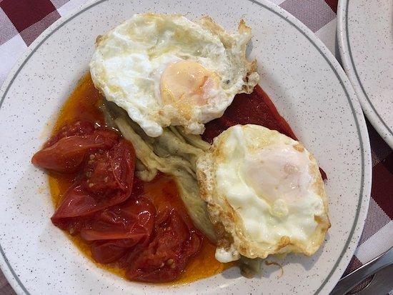 Cornudella de Montsant, Spanien: va de huevos