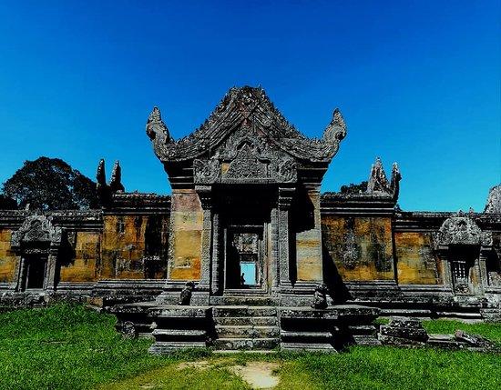 Preah Vihear Province, Camboja: 2008年にカンボジアで2つ目の世界遺産に登録されたタイとカンボジアの国境にそびえるプレアヴィヒア。 「天空の遺跡」とも呼ばれており標高約500mの寺院から見下ろせる景色は絶景です。