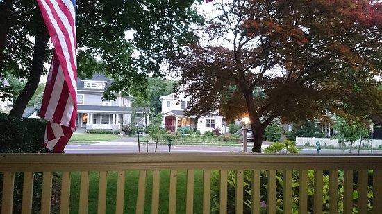 DeBary Inn: вид с общей террасы