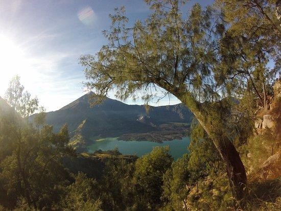 Rinjani Hero: volcano lake