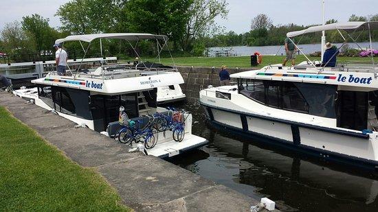 Merrickville Locks 21-23: Boats in the Lock