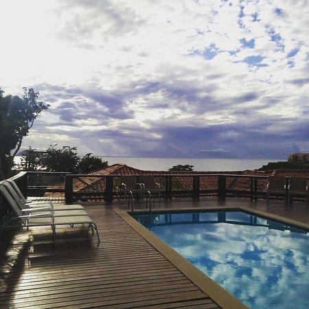 Buzios Mar Hotel: Nossa piscina com vista para a deslumbrante Praia de João Fernandes