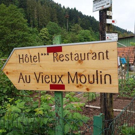 AU VIEUX MOULIN ภาพถ่าย
