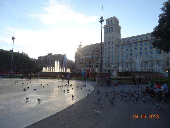 Plaza de Cataluna: Sunset