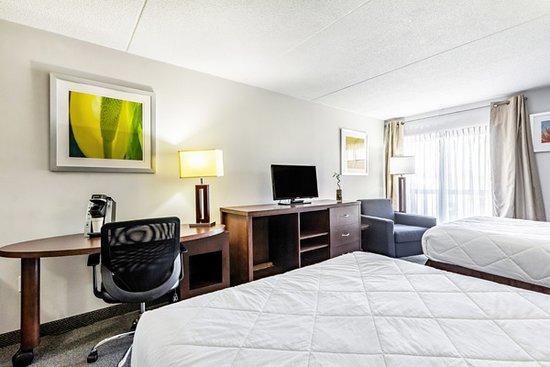 Canadas Best Value Inn Welland Niagara Falls: Two Queen Beds