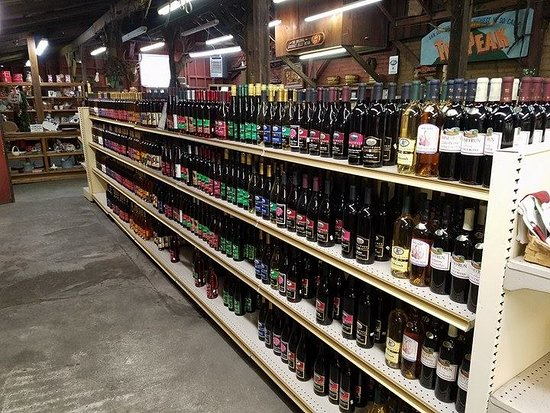 Oak Glen, CA: Fruit wines from California and Oregon are sold here, with many flavors open for tasting.