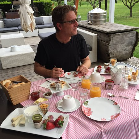 La Capuccina - Agriturismo: Breakfast in a new spot every morning - lovely and delicious!