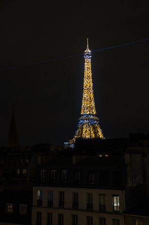 Citadines Tour Eiffel Paris: View of Eiffel every exact hour. room 704