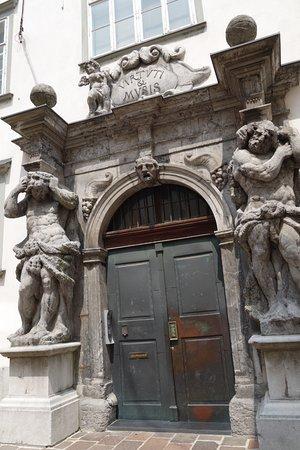 Ljubljana Free Tour: Nice doorway!