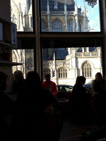 Cafe Du Sablon : Across from the Café, one can see Notre Dame du Sablon