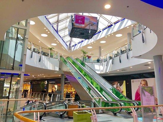 Centro Comercial Plaza Éboli: Zona comercial Plaza Éboli y acceso a Zona Restauración