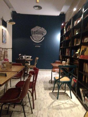 Cyrano Cafe: getlstd_property_photo