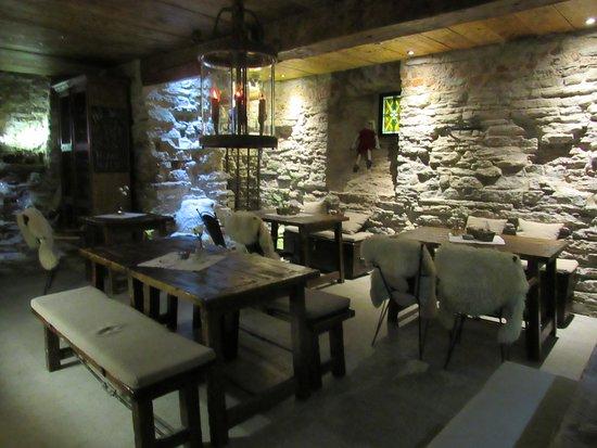 Fersen : Front room dining area near the bar