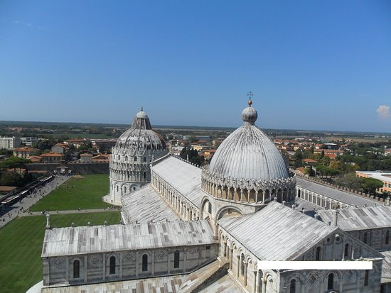 Leaning Tower of Pisa: PANORAMA DELLA PIAZZA