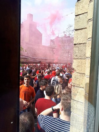 McCooley's : Long queue was endless to get into pub
