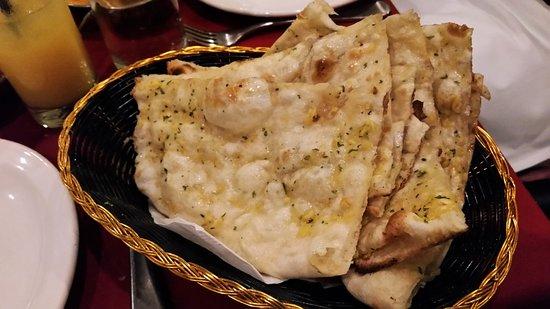 Utsav Indian Restaurant: Garlic Naan