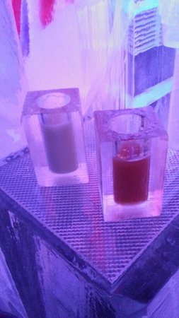 ICE BAR London: Cocktails in Ice Glasses