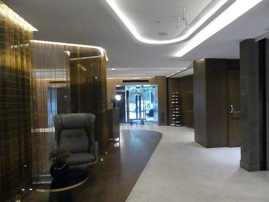 Barcelo Emperatriz: The hotel reception 5