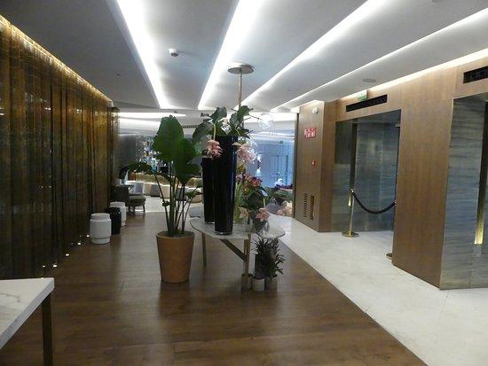 Barcelo Emperatriz: The hotel reception 6
